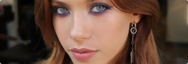 макияж у девушки в салоне красоты